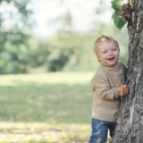 W słoneczny jesienny dzień dziecko nie musi być w czapce i kurtce!