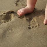 Od niemowlęctwa możemy zadbać o prawidłowy rozwój mięśni stóp dziecka.