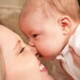 Opryszczka u dorosłego to kłopot, u dziecka - zagrożenie poważnymi chorobami. Lepiej unikać całusów w okolice ust dziecka.