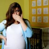 Wymioty w późniejszym okresie ciąży, np. w przewidywanym terminie porodu, mogą oznaczać rozwieranie się ujścia, co sygnalizuje niebezpieczeństwo przedwczesnego porodu.