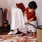 Dziecko uczy się przez naśladowanie dorosłych i zawsze zrobi to,  na co mu pozwolimy.