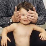 Już podczas pierwszej wizyty u okulisty można przekonać się, czy dziecko ma zeza.
