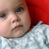 Gorączka u malutkich dzieci wymaga szybkiej interwencji rodziców.