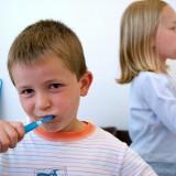 Źródłem triclosanu są głównie (w 85 procentach) produkty higieny osobistej, przede wszystkim pasty do zębów.