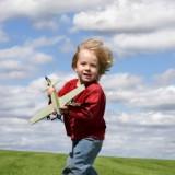 Dzieci wcale nie potrzebują sportu wyczynowego. Wystarczy zapewnić im regularne spacery i możliwość aktywnej zabawy na powietrzu.
