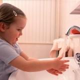 Dbanie o higienę nie daje całkowitej gwarancji na uniknięcie zarażenia pasożytami, ale warto jej przestrzegać, bo to jedyna metoda na ochronę przed robakami.