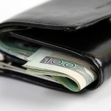 Tylko w niektórych przypadkach komornik może ściągać z naszego wynagrodzenia długi zaciągnięte samodzielnie przez współmałżonka