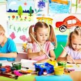 Zajęcia plastyczne prowadzi najczęściej nauczyciel przedszkolny. Ale plastyka to nie tylko kredki i farby, ale też np. glina...