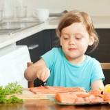 Dziecko powinno jeść tłuste ryby. To naturalne źródło witaminy D