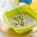 Wzbogacona dodatkami zupka warzywna to podstawa obiadu, ale dziewięciomiesięczne niemowlę może już jeść obiadek dwudaniowy.