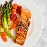 Tłusta ryba, warzywa - idealny posiłek przedszkolaka