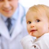 Zwykle alergie objawiają się już w pierwszym roku życia malucha, a najczęściej spotykany alergen w tej grupie wiekowej stanowi mleko, a konkretniej zawarte w nim białko, obecne także w wielu innych pokarmach.