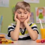 Ze szkolnych sklepików znika niezdrowe jedzenie. Czy dzięki temu uczniowie zaczną się zdrowiej odżywiać?