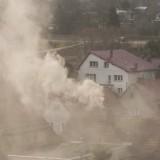 Dymy z domowych palenisk i spaliny samochodowe to główne przyczyny groźnego dla zdrowia i życia smogu.