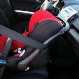 Najmłodsze dzieci najlepiej, żeby miały fotelik zamontowany tyłem do kierunku jazdy