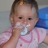 Przy wyborze kosmetyków dla dziecka dobrze jest sprawdzić czy mają odpowiednie atesty i rekomendacje.