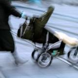 Spacerówkę lepiej wybrać większą, żeby zimą dziecko swobodnie mieściło się w grubszym ubraniu