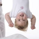 Dziecku można pomóc zużyć ogrom energii, która je rozpiera, poprzez aktywną zabawę.