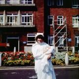 Louise Joy Brown na rękach położnej zaraz po urodzeniu, 25 lipca 1978 roku.