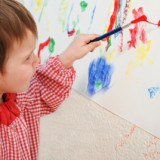 Tendencja do leworęczności pojawia się w niemowlęctwie i utrwala około trzeciego roku życia.