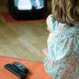 Telewizja osłabia więzi między ludźmi, wyrabia lenistwo i bierność, zabija wyobraźnię.