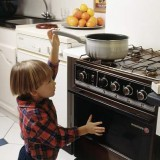 Najlepiej zorganizuj dziecku czas, by podczas twojej nieobecności miało jak najmniej kontrowersyjnych pomysłów.