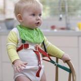 Przypnij dziecko do fotelika do karmienia, jeśli nie siedzisz przy nim cały czas.