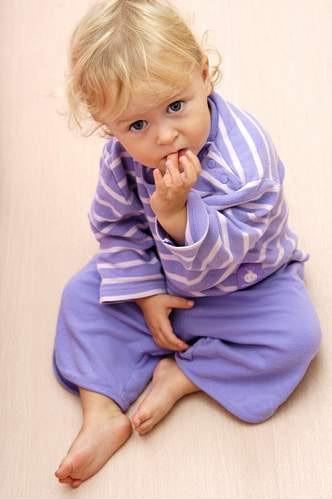 Oduczanie obgryzania paznokci wymaga wiele cierpliwości i nie daje wcale gwarancji na sukces.