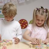 Dzieci będą się uczyć poprzez zabawę, zajęcia mają przerywać zabawy ruchowe i gry na świeżym powietrzu