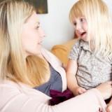Sześcioletnie dziecko za każdym razem trzeba poprawiać, gdy źle wypowie jakieś słowo.