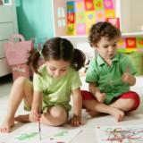 Dzieci w przedszkolach artystycznych uczą się wrażliwości na sztukę, twórczych technik i poznają dziedzictwo kulturowe.