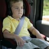 Jeżeli dziecko nie ma jeszcze 150 cm wzrostu, według przepisów powinno siedzieć w foteliku lub na podstawce.