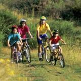 Na rodzinne wyprawy trzeba zapewnić dziecku odpowiedni rower.