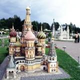 W parku Minimundus jest 170 miniatur słynnych budowli z 53 krajów wykonanych w skali 1 25.