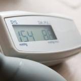 U ciężarnej za nadciśnienie uznaje się ciśnienie powyżej 140 90 mm Hg  dwa niezależne pomiary w odstępie co najmniej 6 godzin .