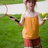 W wieku 5 lat maluchy są gotowe rozpocząć treningi na korcie.
