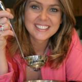 Ewa Wachowicz opowiada o smakach swej córki Oli i podaje przepis na zupę ze świeżych pomidorów i szaszłyki z kury