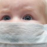 Sezonowa grypa może osłabić układ odpornościowy dziecka, który znacznie gorzej będzie sobie radził ze zwalczaniem ewentualnego zakażenia świńskim wirusem