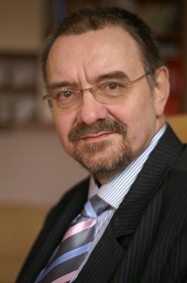 Prof. dr hab. Romuald Dębski