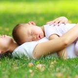 Niemowlaki po otrzymaniu pewnej dawki informacji powinny w ciągu dnia spać.
