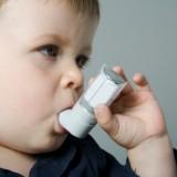 Astma oskrzelowa u dzieci rozpoczyna się najczęściej około 3.  6. roku życia, ale może pojawić się już w pierwszym półroczu.