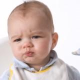 Gdy maluch nie chce mleka, możemy dawać mu bezglutenową kaszkę zbożową.