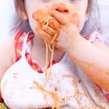 To w jaki sposób jemy i zachowujemy się przy stole jest wzorem dla dziecka.