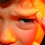 Niestety silny i pulsujący ból głowy może pojawić się już w okresie przedszkolnym.