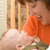 W pierwszych miesiącach czasem mów językiem dziecka - będzie zachwycone.