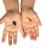 Nieprzestrzeganie godzin podawania dzieciom leków, pomijanie zapisanych dawek, skracanie lub wydłużanie kuracji, dodawanie leków do posiłków i dużych ilości płynów, niedokładne odmierzanie dawki to błędy rodziców.