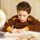 Bardzo ważne, by nasze dziecko uczyło się samodzielnie odrabiać zadane prace.
