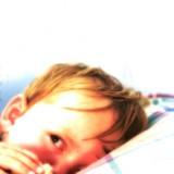 Trzylatek często boi się sam zasypiać i boi się ciemności.