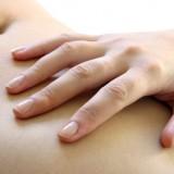Zabiegi preparatem Sculptra poprawiają jędrność skóry na brzuchu i likwidują nadmiar skóry.
