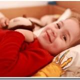 Jeśli nauczmy się wspierać dzieci przechodzące fazę moczenia nocnego, pomożemy im wyjść z niej bez szwanku.